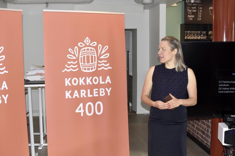 Elina Warsta on suunnitellut Kokkolan juhlavuoden graafisen ilmeen.