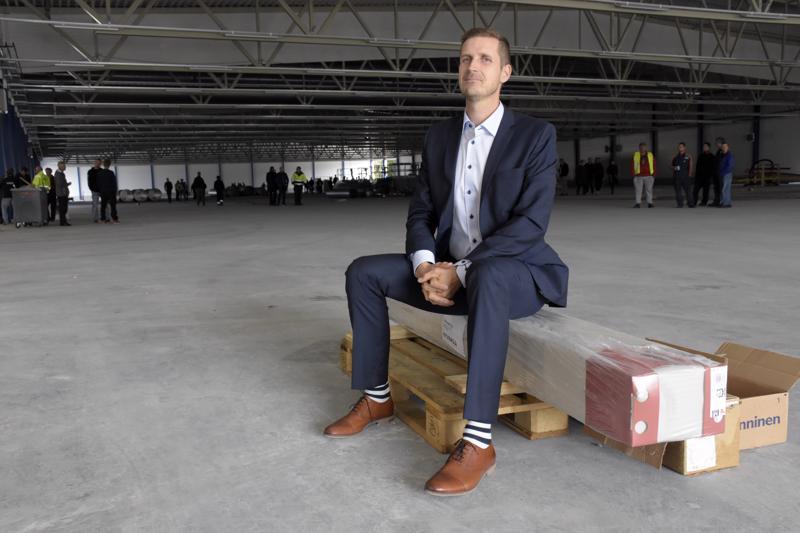Ekerin toimitusjohtaja Matti Laurila sanoo, että uusi halli mahdollistaa tuotannon keskittämisen ja alihankintana teetettävien töiden määrän vähentämisen.