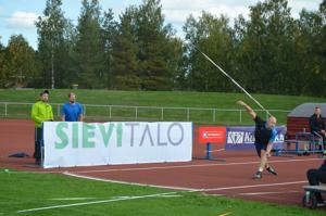 Teemu Wirkkala on hyvässä kunnossa, mutta heittoja hän ei ole päässyt harjoittelemaan viime syksyn olkapääleikkauksen jälkeen. Ylivieskassa hän empi pitkään kisaan lähtemistä, mutta heitti lopulta tosissaan.