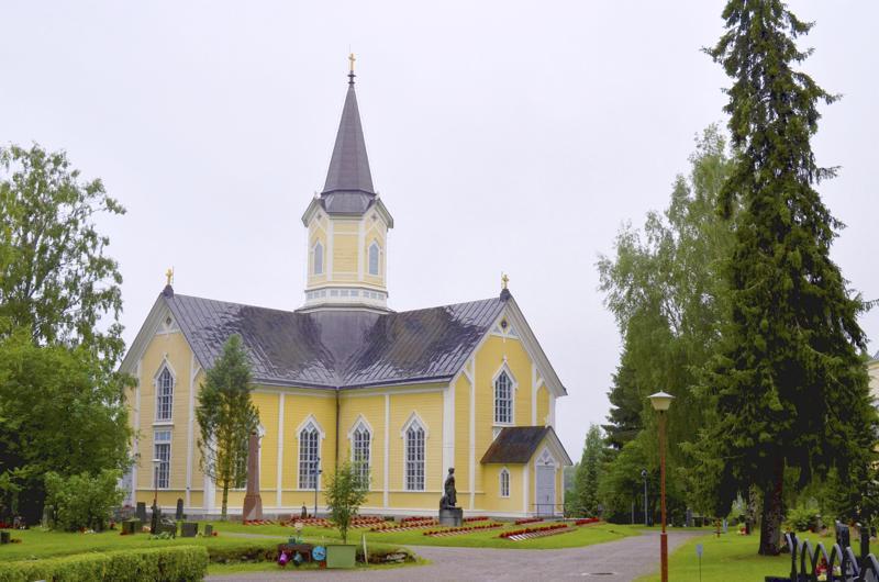 Kalajoen rovastikunnan seurakuntayhtymäselvitys viivästyy. Kuvassa Haapajärven kirkko.