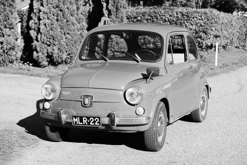 Fiat 600 on italialaisen Fiat-autotehtaan suositun Topolino-kääpiöauton seuraajan Fiat 500 Nuovan isoveli, ja julkaistiin pari vuotta ennen pikkuveljeä keväällä 1955. Vuoden 1967 Fiatin moottorina on vesijäähdytteinen 767-kuutioinen, 32hv (SAE) kehittävä voimanlähde. Auton huippunopeudeksi ilmoitettiin 110 km/h.