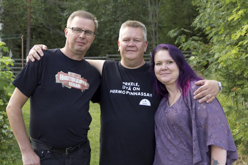 Televisiosta tuttu kolmikko, Markku, Aki ja Heli, on tänään Reisjärvellä.