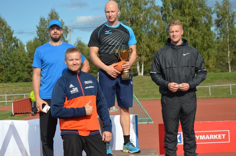 Kisan kolmonen oli Heinolan Iskun Pasi Kuusinen, voittaja Toholammin Urheilijoiden Teemu Wirkkala ja kakkonen Kauhavan Visan Mikko Kankaanpään. Viidenneksi jäänyt Jarkko Koski-Vähälä oli karijaisuihin tyytyväinen.