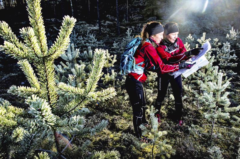 Anne Polso ja Tanja Rannila nappasivat viikonloppuna rogainingin SM-kultaa. Kuva vuodelta 2015, jolloin he aloittivat harrastusta.