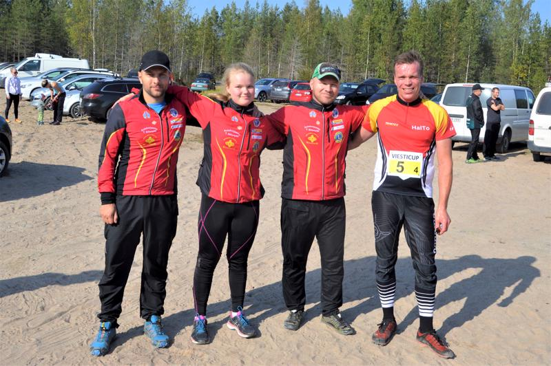 Mäkijussien voittajajoukkueessa suunnistivat Ari Jussinmäki (vas.), Tuulia Jussinmäki, Tero Jussinmäki ja Jari Kalliokoski.