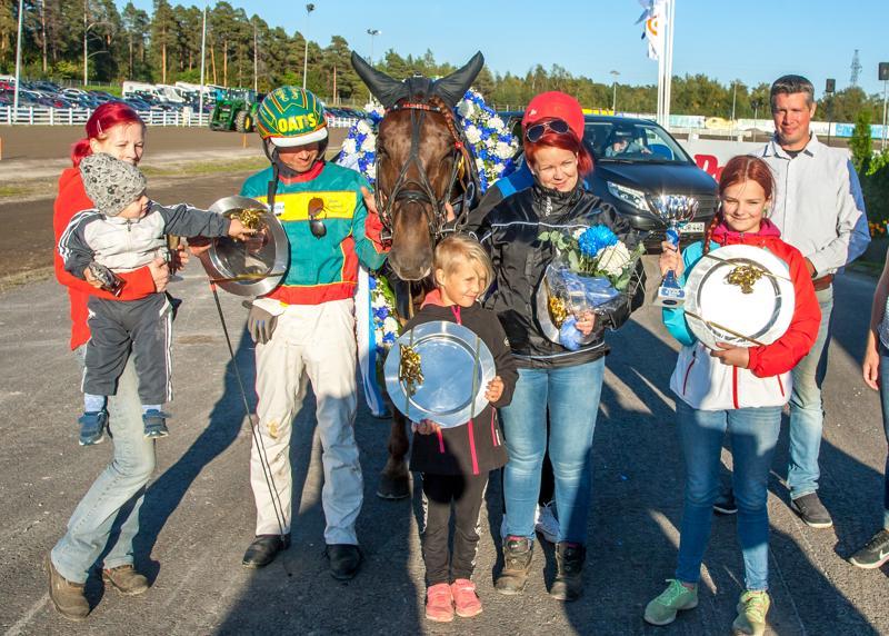 Landen Paukku voitti suomenhevosten Oulu Expressin.