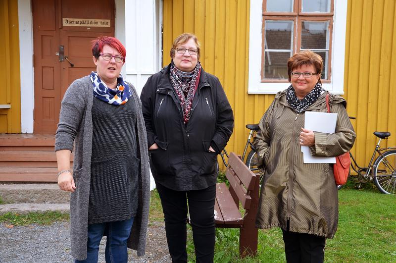 Kirsti Oulasmaa, Kaisa Savela ja Seija Pulli-Marjakangas ovat olleet alusta saakka järjestämässä syyskuun puolivälissä Wiljanpäiviä Ylivieskaan.