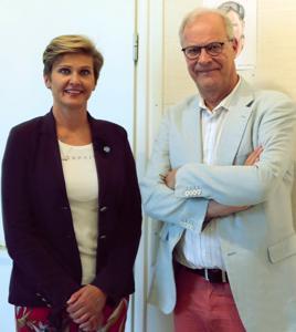 Jytyn puheenjohtaja Maija Pihlajamäki ja Suomen kuntaliiton viestintä- ja yhteiskuntasuhdejohtaja Esa Nieminen sanoivat vaikuttuneensa Perhon kirjaston monipuolisesta ja joustavasta toiminnasta.