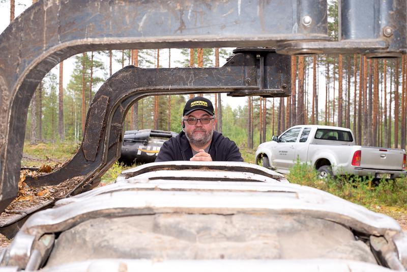 Puun hinta ei näy urakoitsijan tilipussissa, vaan taksat ovat pysyneet meille samoina jo pitkään, sanoo yrittäjä Juha Nevala.