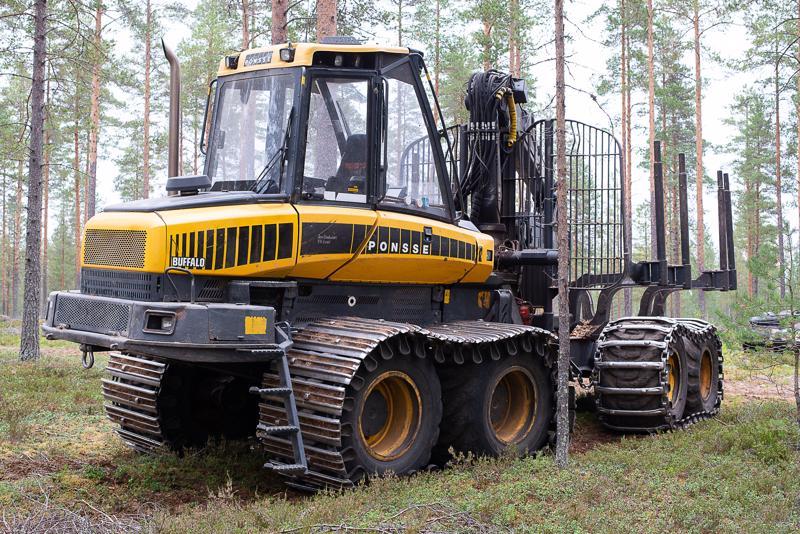 Metsäalan investoinnit ovat isoja, eikä koneita ole vara seisottaa kuin hetkeksi – valokuvaa varten.