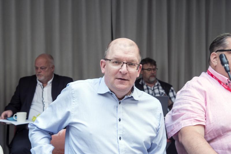 Hallituksen aie heikentää irtisanomissuojaa alle 20 henkeä työllistävissä yrityksissä on erittäin epäoikeudenmukainen ja epätasa-arvoa lisäävä hanke, Teollisuusliiton puheenjohtaja Riku Aalto sanoo.