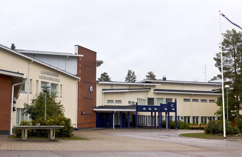 Frosteruksen koulu Kärsämäellä nousi valtakunnallisen mediahuomion kohteeksi rehtori Tuomo Pesosen Ylelle antamien kommenttien myötä.
