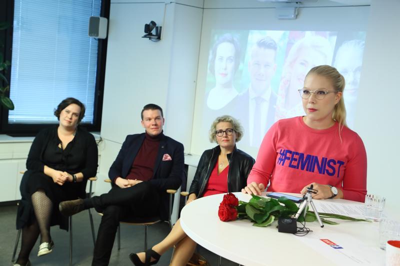 Sdp esitteli ensimmäiset eurovaaliehdokkaansa, Kaisa Penny (vas.), Mikkel Näkkäläjärvi, Miapetra Kumpula-Natri ja Tuulia Pitkänen.