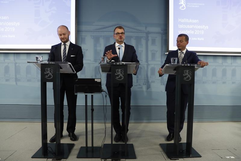 Ministerit Sampo Terho, Juha Sipilä ja Petteri Orpo esittelivät elokuun lopussa ensi vuoden budjettia. Esitys budjetista annettiin eduskunnalle perjantaina.