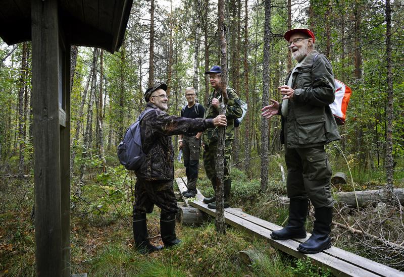 Erähuumori kuuluu oleellisena osana näiden miesten metsäharrastuksiin. Markku Mäki-Petäjä, Eero Junkala ja Ilkka Mäki-Petäjä ovat kunnossapitäjiä. Mauno Mäki-Petäjä on suunnitellut rastien tekstit.
