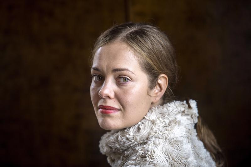 Oona Airola on Markku Pölösen Oma maa -elokuvan pääosassa.