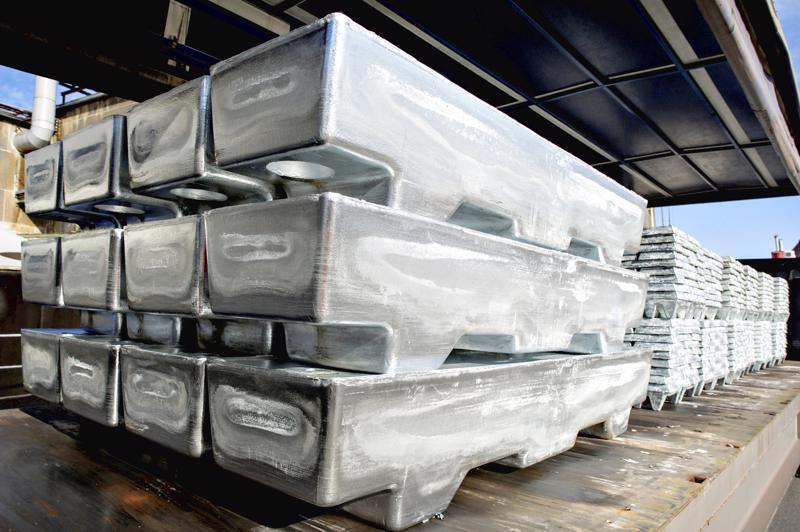 Sinkkitehdas Bolidenilla on valmistauduttu ylityökiellon alkamiseen.