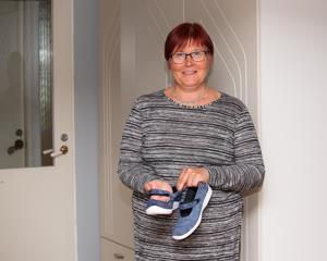 """Pehmeä kenkä ei paina mistään. """"Siinä täytyy olla myös riittävästi tilaa esimerkiksi vasaravarpaille"""", Tiina Saaranen toteaa."""
