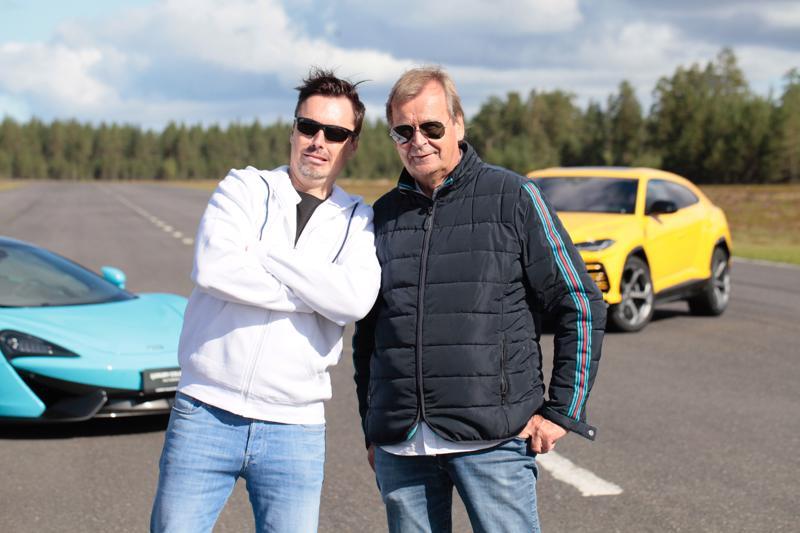 Marko Terva-aho ja Markku Alén koeajavat keltaisen Lamborghini Uruksen. Vasemmalla on McLaren 570S. Se testataan toisessa osassa.