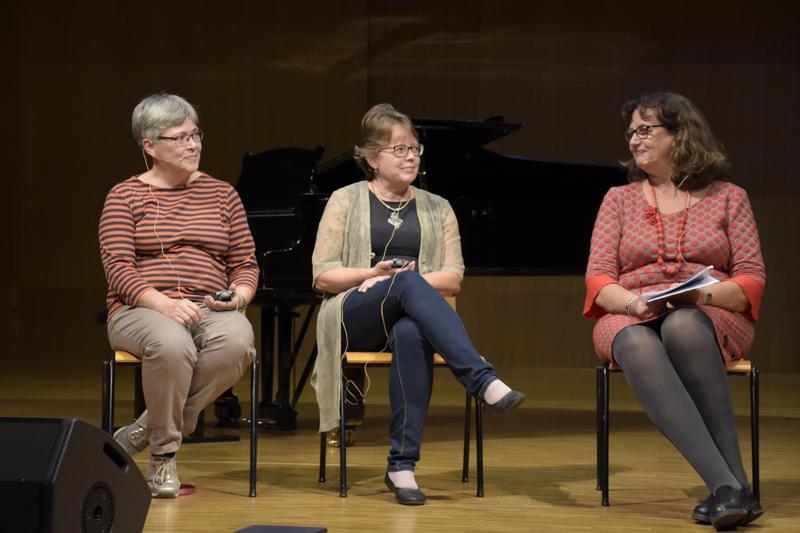Gun Nylund, Siv Björklund ja Kristiina Hellstrand keskustelivat kieltenopetuksesta kouluissa.