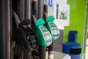 Nesteen polttoaine ei näytä sopivan Mercedes-Benzin kaikille bensiinimoottoreille. Osapuolet ovat käynnistäneet laajan tutkimuksen ongelman perimmäisestä syystä.