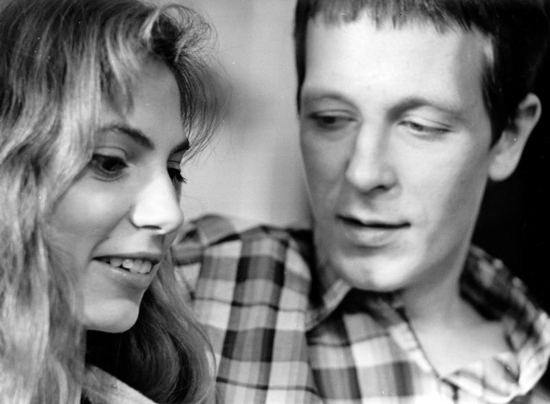 Tallinnan pimeys on myös Marian (Milena Gulbe) ja Toivon (Ivo Uukkivi) rakkaustarina.