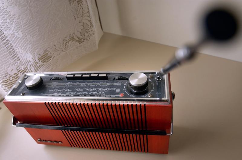 Ennen vanhaan radio oli kestoltaan lähes ikuinen. Tämän päivän tekniikka ja standartit muuttuvat tiuhaan. Monen laitteen käyttöikä on myös lyhentynyt.