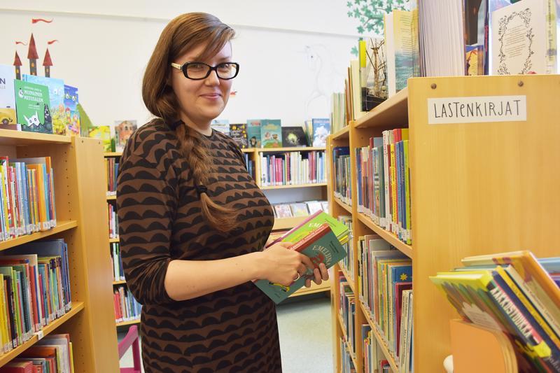 Uusi kirjastonhoitaja Susanna Harle vastaa nyt Haapavedellä lasten ja nuorten kirjastotyöstä.