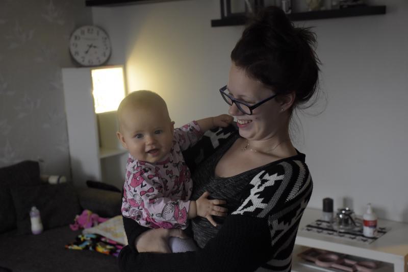 Pedersöreläisen Tea Kotisaaren 6 kuukauden ikäinen Aada-tyttö sairastui hinkuyskään ja joutui osastohoitoon.
