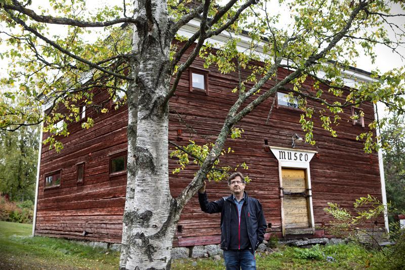 Kannus-Seuran puheenjohtaja Eero Hanni toivoo, että paikkakunnan omat asukkaat saataisiin kiinnostumaan Mäkiraonmäestä. Esimerkiksi taustalla oleva viljamakasiini on mäen alkuperäisiä rakennuksia. Tosin se on käynyt lenkin Museokankaalla ja palannut sen jälkeen takaisin, hieman korkeammalle paikalle.