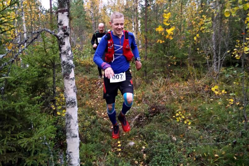 Kokkolalainen Mika Leppälä oli sitkein ja sinnikkäin juoksija Nivalan Pyssymäellä käydyssä 171 kilometrin polkujuoksukilpailussa.