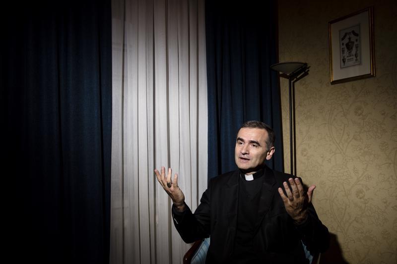 """Viron roomalais-katolisen kirkon piispa Philippe Jourdan kokee, että paavin sanat voivat tuoda apua parhaillaan Euroopassa elettävään """"epävarmuuden aikaan""""."""
