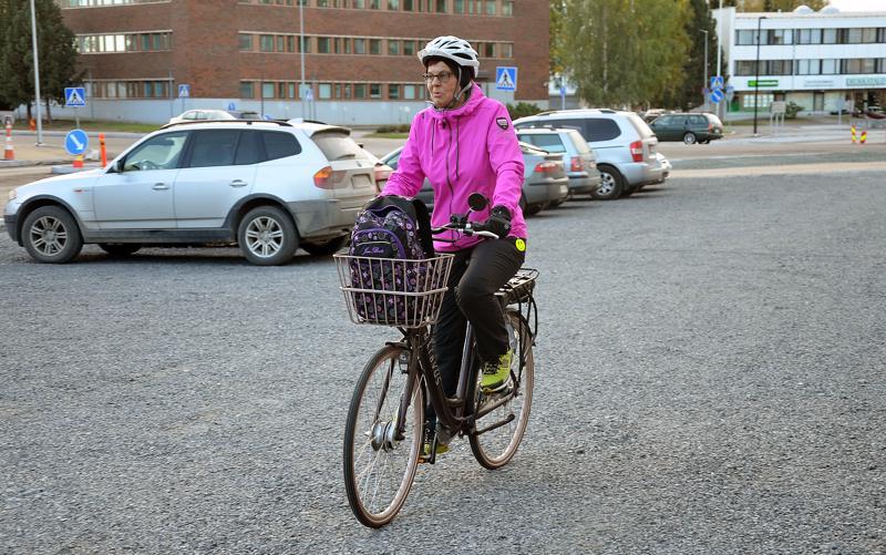 Tuula Kantola on pyöräillyt yli 2500 kilometriä työmatkoja tänä kesänä.