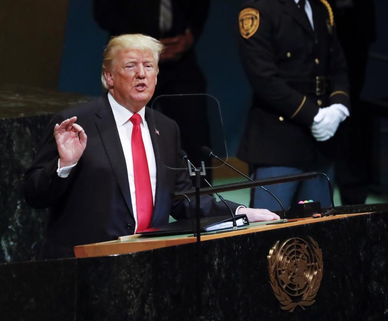 Trump sai YK-puheensa aluksi naurahtelua ja spontaanit aplodit, kun kehui Yhdysvaltojen historiallista menestystä.