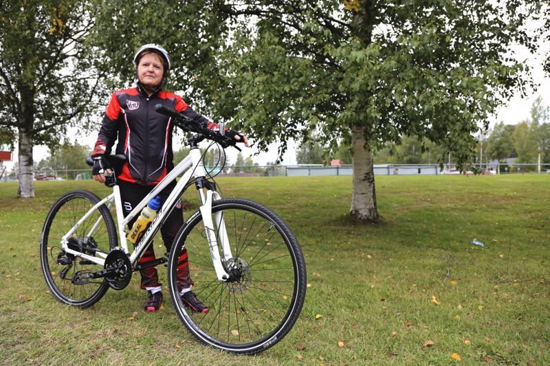 Uudella hybridipyörällä on kertynyt kilometrejä kesän aikana toista tuhatta.