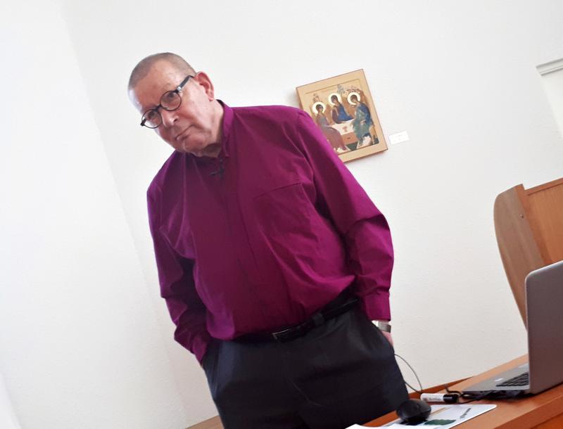 Piispa Eero Huovinen opetti saarnaamista Nivalassa tiistaina.