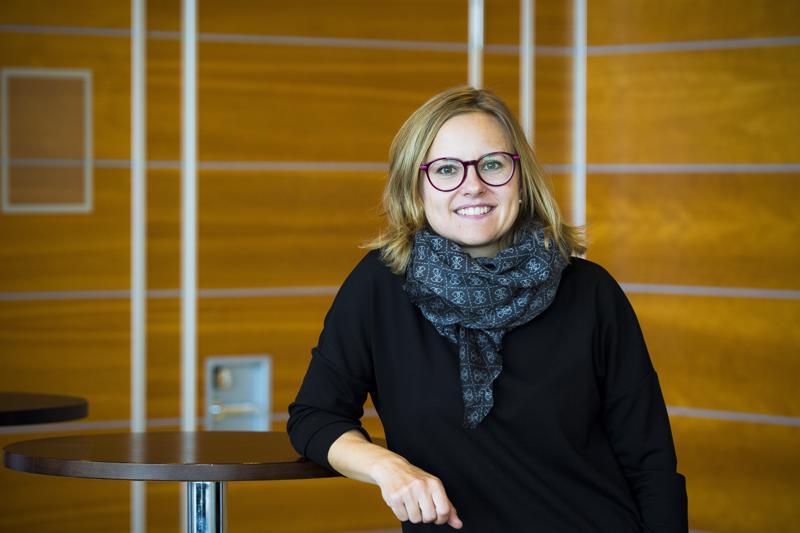 Marika Kumpula pitää aktiivisesti yhteyttä Nivalan yrittäjiin ja on valmis neuvomaan heitä kaikenlaisissa yritystoimintaan liittyvissä kysymyksissä.