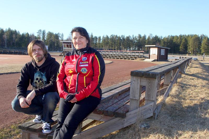 Arkistokuvassa Nuutti Kaunisto ja Iiris Jurvansuu Käpylän kentällä vuonna 2016.