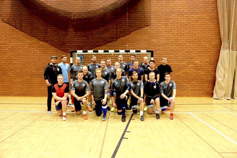 Monkuloiden treenejä on kaksi kertaa viikossa. Tiistaisin Vetelin urheilutalon parketilla ja torstaisin Kaustisella, jossa alustana on matto. Futsalin pelaaminen parketilla pelaajien mielestä nopeatempoisempaa.