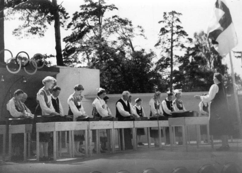 Kantelyhtye soitti vuoden 1952 Olympialaisten aikaan Helsingissä, mutta ei stadionilla vaan Kauppakorkakoululla ja Sibeliuksen puistossa.