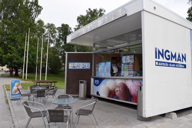 Torin jäätelökioski muutti vuonna 2015 rakennustöiden alta Koulupuistoon. Yrittäjä on sittemmin päättänyt jäädä sinne.