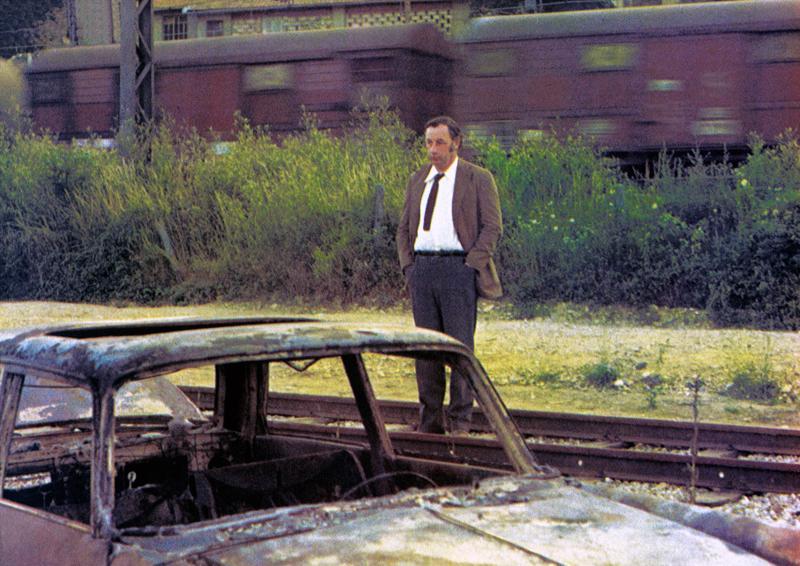 Philippe Noiret on hiljaista elämää viettävä isä Saint-Paulin kelloseppä -elokuvassa.