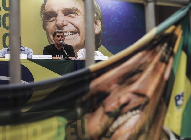 Äänestäisitkö? Brasilian presidentiksi hamuava ja vaalimainoksissa hymyilevä äärioikeistolainen Jair Bolsonaro ei ole peitellyt  näkemyksiään naisista ja vähemmistöistä.