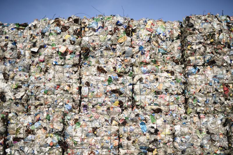 EU tarjoaa muoviroskan vähentämiseksi kieltolistoja, jotka eivät saa Alueiden komitean tukea. Kieltolistojen tilalle ehdotetaan panttijärjestelmää.