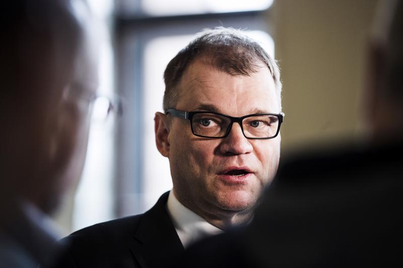 Pääministeri Juha Sipilä mittauttaa hallituksen luottamuksen.