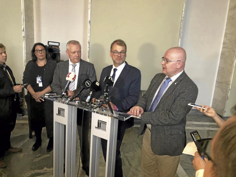 Ryhmänjohtaja Kalle Jokinen, pääministeri Juha Sipilä ja työministeri Jari Lindström kertoivat, että hallitus antaa työllisyyspolitiikan isosta kuvasta tiedonannon eduskunnalle ensi viikolla.