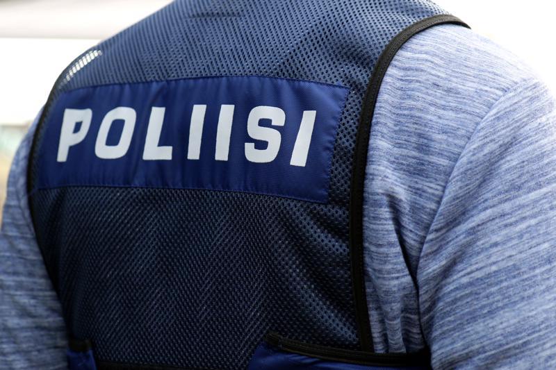 Poliisi pyytää asiasta havaintoja ja tietoja mahdollisista tekoon liittyvistä asioista poliisin vihjenumeroon: 029 544 0513