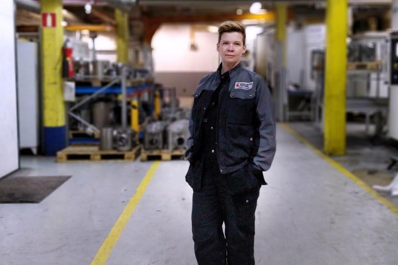 – Tykkään tehdä fyysistä työtä, kuvaa Katja Lundell, ensimmäiseltä koulutukselta painaja, toiselta koneistaja.