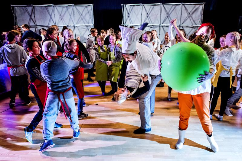 Ooppera on muutakin kuin laulua - se on tanssia ja teatteria! Kysykää vaikka sieviläisiltä.