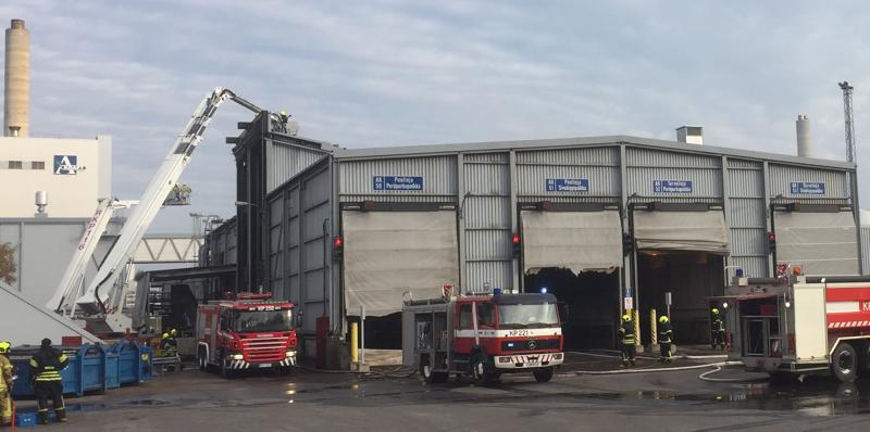 Alholmens Kraftin vastaanottohalli kärsi pahoja palovahinkoja.